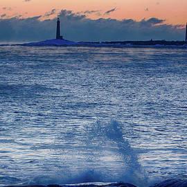 Jeff Folger - Thacher Island lighthouse waves jump