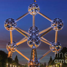 Henk Meijer Photography - The Atomium in Brussels during blue hour
