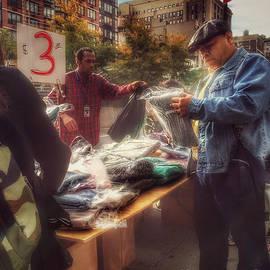 Miriam Danar - The Bargaining Table - Street Vendors of New York
