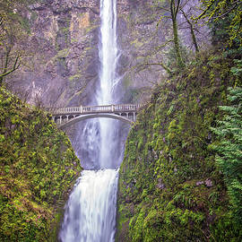 Lynn Bauer - The Bridge at Multnomah Falls