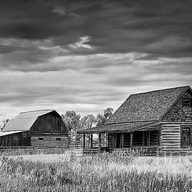 The Chambers Homestead in Black and White by Priscilla Burgers