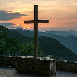 The Cross at Pretty Place by Kevin Ruck