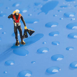 Paul Ge - The diver among water drops little people big world