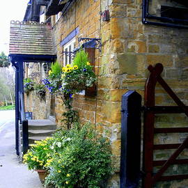 Mindy Newman - The English Entrance