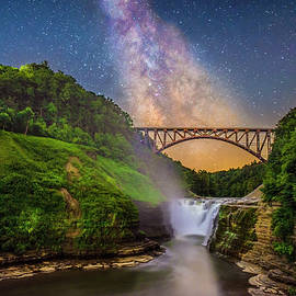 Mark Papke - The milky Way Over Upper Falls