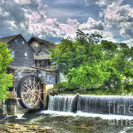Reid Callaway - The Old Mill Pigeon Forge TN