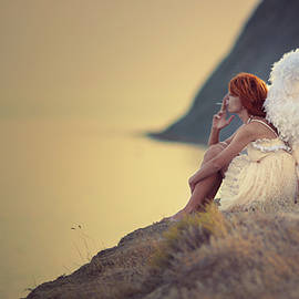 Anka Zhuravleva - the smoking angel on the cliff