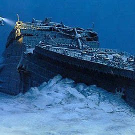The Titanic at the Bottom of the Ocean