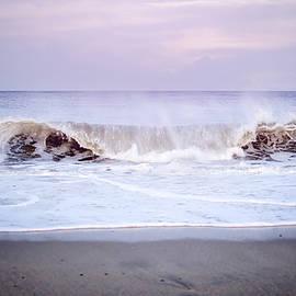 Tide Rolling In by Heather Applegate