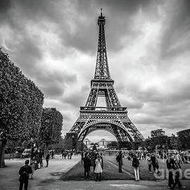Liesl Walsh - Tourists and Eiffel Tower at Champ de Mars, Paris