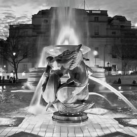 Terri Waters - Trafalgar Square Fountain in Black and White