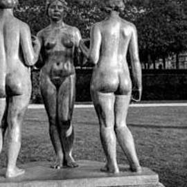 Tuileries gardens . Three woman by Maillots .  by Cyril Jayant