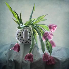 Maggie Terlecki - Tulips in a Teapot