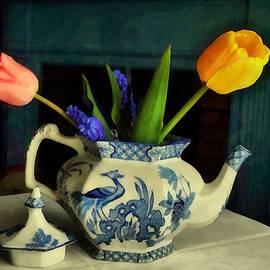 RC deWinter - Tulip Teapot