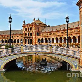Mary Machare - Under the Bridge - Plaza Espana