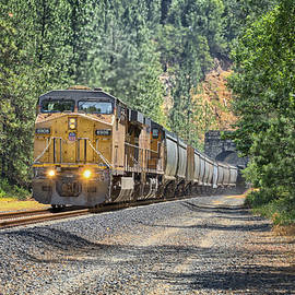 UP6907 Eastbound From Tunnel 27 by Jim Thompson