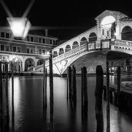 Melanie Viola - VENICE Rialto Bridge at Night - Monochrome