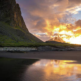 Vestrahorn Fiery Sunrise - Mike Reid
