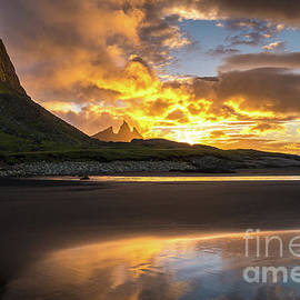 Vestrahorn Fiery Sunrise Skies - Mike Reid