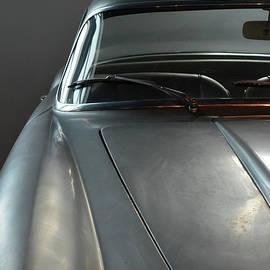 Oana Unciuleanu - Vintage gray car