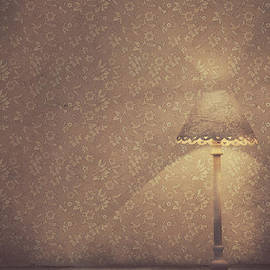 Mythja Photography - Vintage lamp