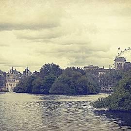 Toni Abdnour - Vintage London Scape