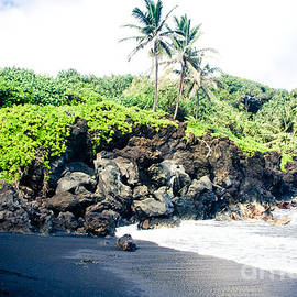 Waianapanapa Black Sand Beach Pailoa Bay Hana Maui Hawaii by Sharon Mau