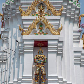 Wat Apson Sawan Phra Chedi Guardian Giant DTHB1922