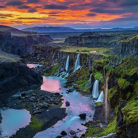 Inge Johnsson - Waterfalls Canyon