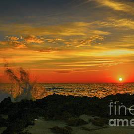 Tom Claud - Wave Break Sunrise