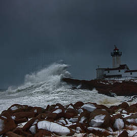 Jeff Folger - Waves reaching for Eastern Point Lighthouse