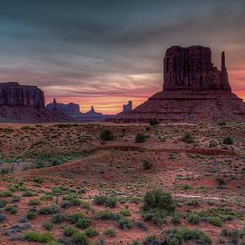 Mike Deutsch - West Mitten Sunrise, Monument Valley