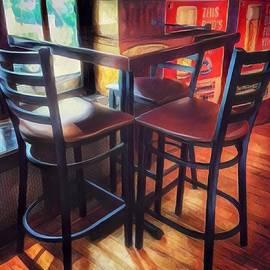 Miriam Danar - Where Friends Meet - The Old Pub