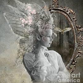 Ali Oppy - White wings