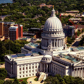 l o c - wisconsin state capitol - madison