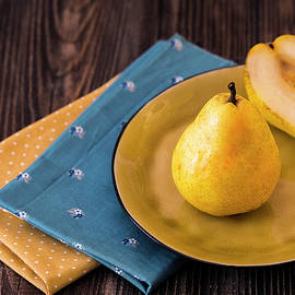 Oksana Ariskina - Yellow Pears