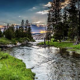 Lisa Lemmons-Powers - Yellowstone Twilight