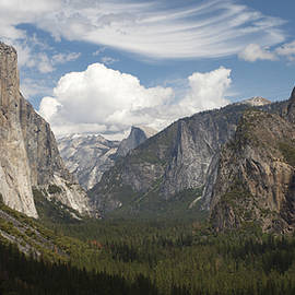 Yosemite Valley - Tunnel View by Harold Rau