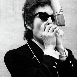 Bob Dylan Records Bringing It All Back by Michael Ochs Archives
