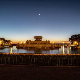 Chicago's Buckingham Fountain at dawn  by Sven Brogren