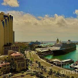 Honolulu Harbor by Craig Wood