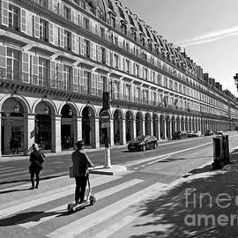 Rue de Rivoli by Alex Cassels