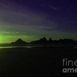 Sunset on the Oregon coast  by Jeff Swan