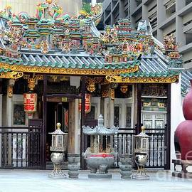 Yueh Hai Ching Teochew Chinese Taoist temple Phillip Street Singapore by Imran Ahmed