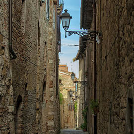 Street in Tuscany by Patricia Hofmeester