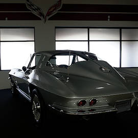 63 Stingray by William Moore