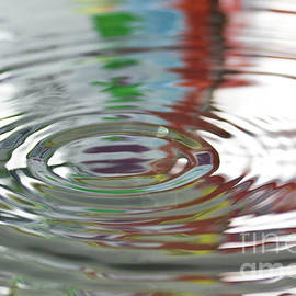 Abstract circle from water by Gregory DUBUS