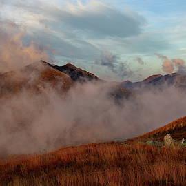 Autumn mountain morning by Ren Kuljovska