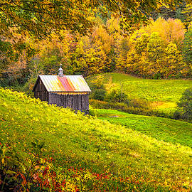 Autumnal Barn by Rod Best