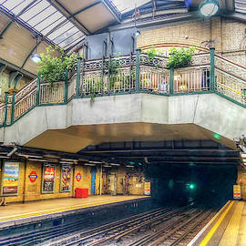 Bayswater Station by Laura Hedien